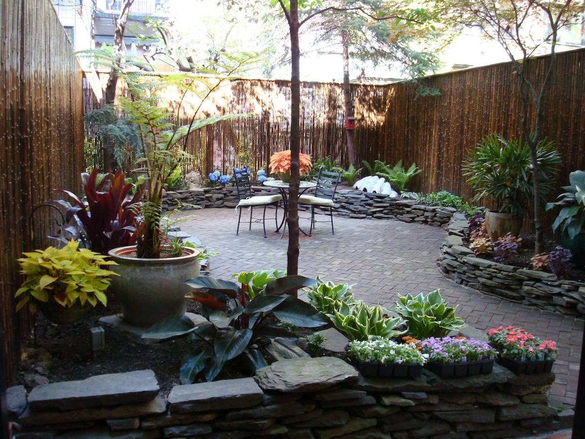 Gardens by robert urban townhouse backyard spaces for Patio landscaping ideas