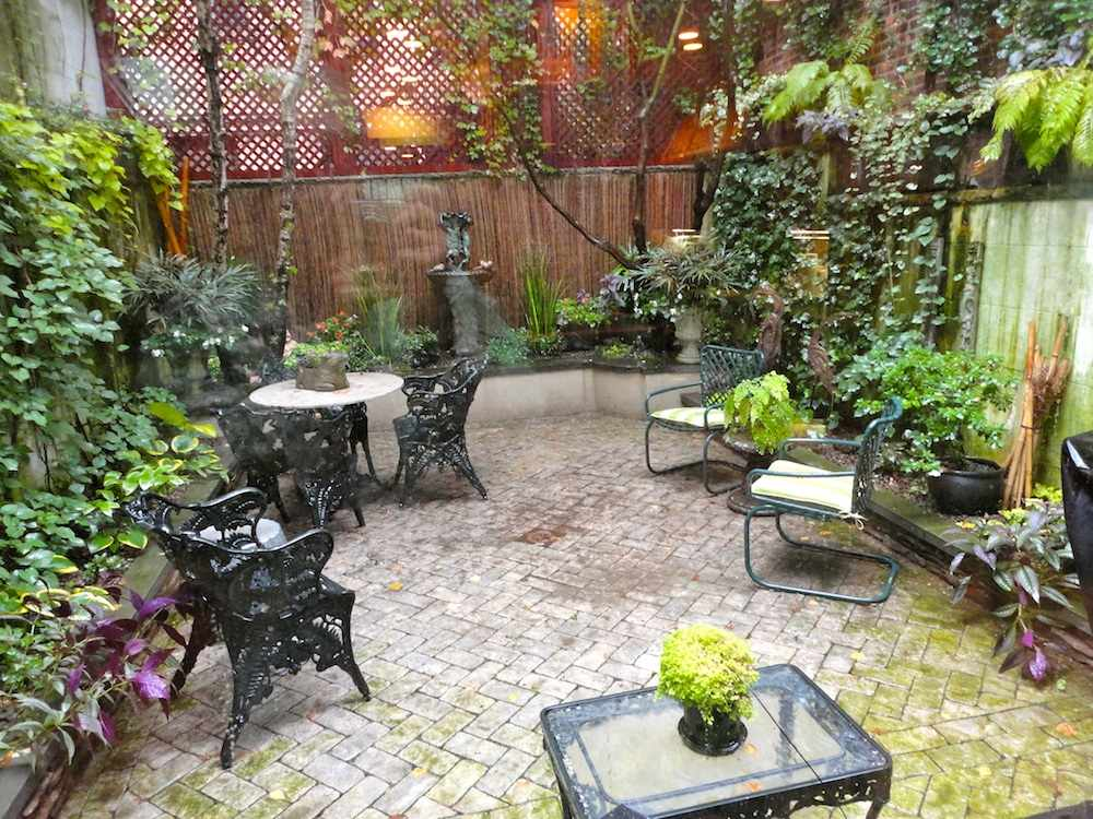 Townhouse backyard ideas joy studio design gallery for Small backyard garden design